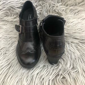 Josef Seibel black shoes with a heel size 7
